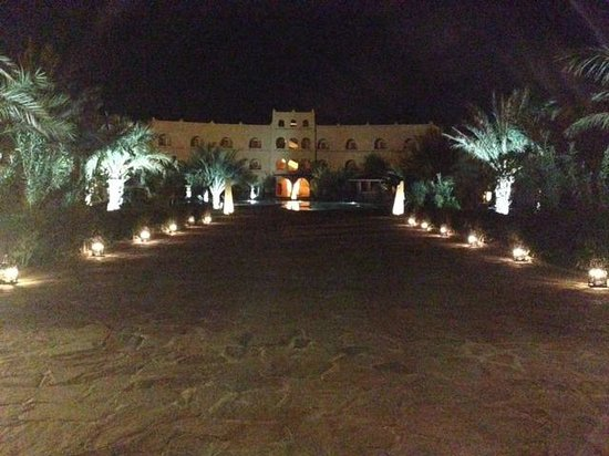 Kasbah Hotel Chergui: View after leaving the main lobby towards the rooms