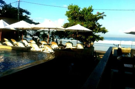 Pelangi Bali Hotel : Monday morn - view to ocean at Brekky!