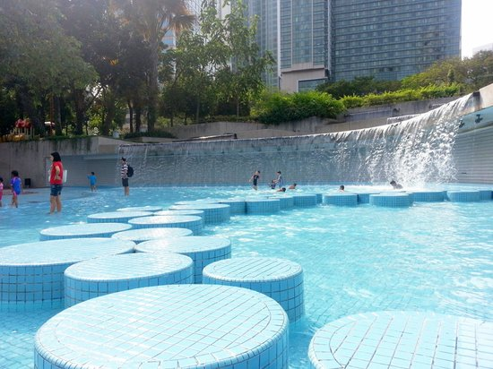 Centre ville de Kuala Lumpur : Water feature for kids/young at heart