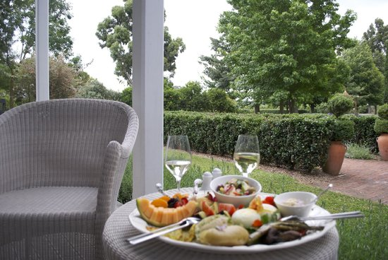The Marlborough Lodge: Platter on the patio