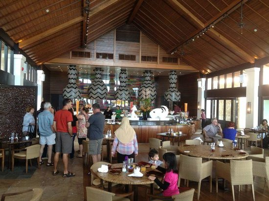 The Empire Hotel & Country Club : Inside view of the Pantai - breakfast buffet