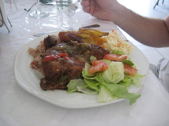 Spot Bay, Cayman Brac: Lunch at Tropical Delight