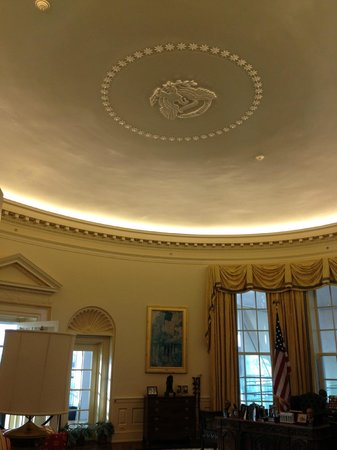 William J. Clinton Presidential Library: Oval Office Ceiling
