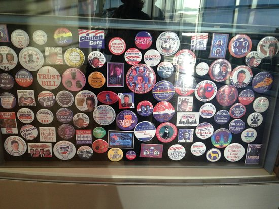 William J. Clinton Presidential Library: Campaign Buttons