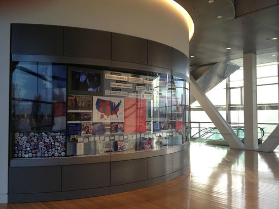 William J. Clinton Presidential Library: Outside the Oval Office