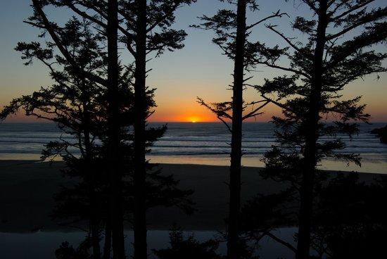 Ocean House Bed and Breakfast : Sunset from inn