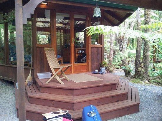 Volcano Rainforest Retreat: L'ingresso del santuario