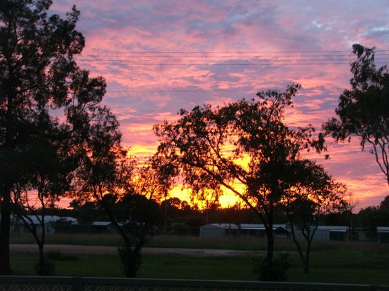 Mareeba Lodge Motel: Sunset