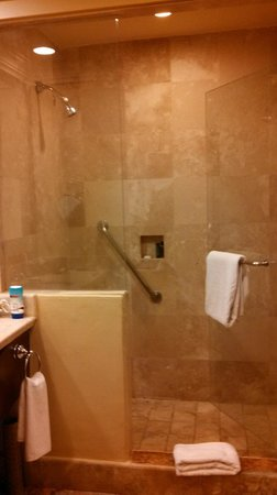 Pueblo Bonito Sunset Beach: walk-in shower
