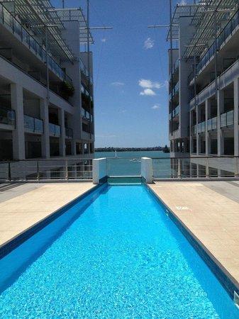 Hilton Auckland: The pool