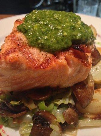 The Lodge Bistro: Superb Scottish Salmon