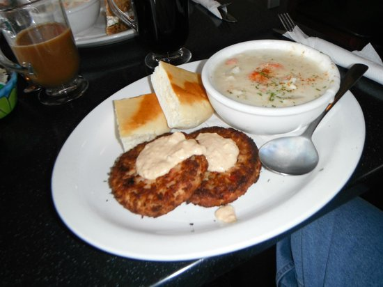 The Pier Bistro : Crab cakes & Seafood Chowder