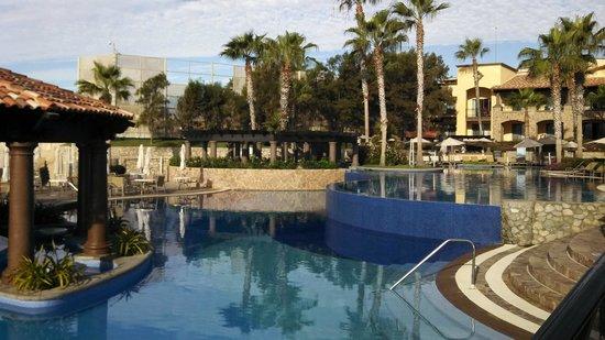 Pueblo Bonito Sunset Beach Golf & Spa Resort: the pool near the beach