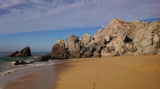 Pueblo Bonito Sunset Beach Golf & Spa Resort: view west along the beach