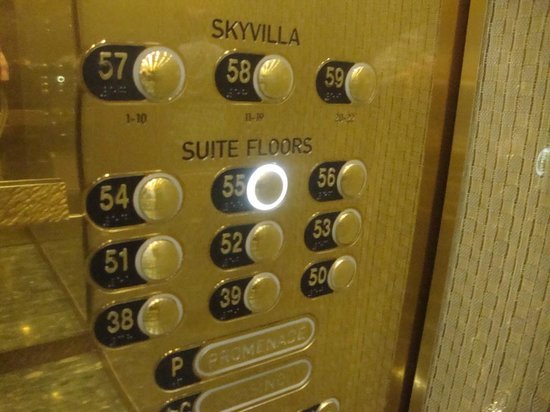 ARIA Sky Suites: Let's go up to our room 002 on the 55th floor