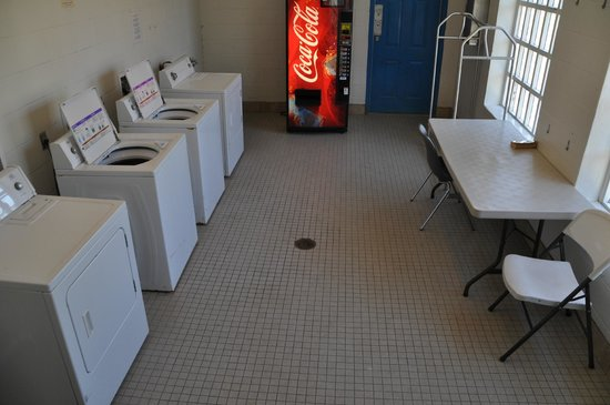 Bayou Segnette State Park: laundry room for campers