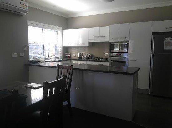Everton Apartments: Kitchen