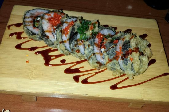 Bouchons Grill and Sushi Bar: Popper Roll