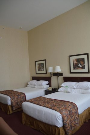 Drury Inn & Suites New Orleans: room
