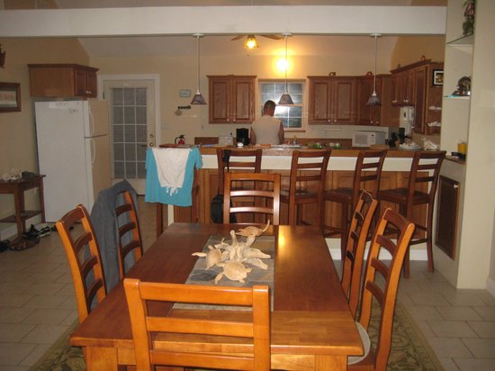 Dining room - kitchen area