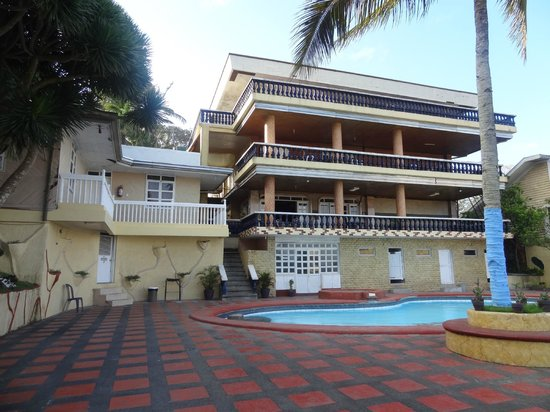Aroma Apartelle : main building