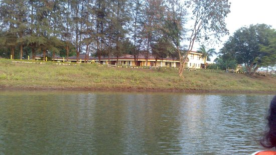 Greenarth Lakeview Resort: resort from lake