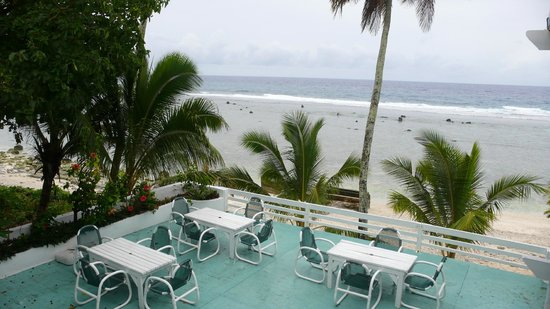 Paradise Inn: Beach side