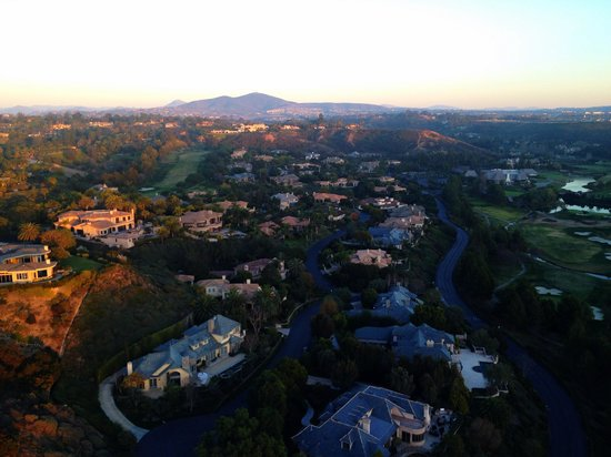 Panorama Balloon Tours: The houses we went over were incredible