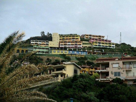 Hotel Avalon Sikanì: отель на вершине, видно отовсюду
