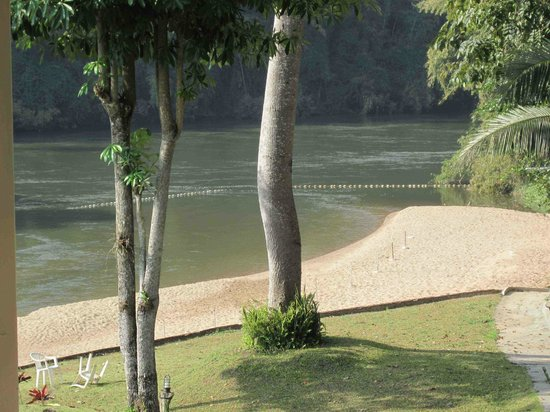 Pechmaneekan Beach Resort: Beach and river view