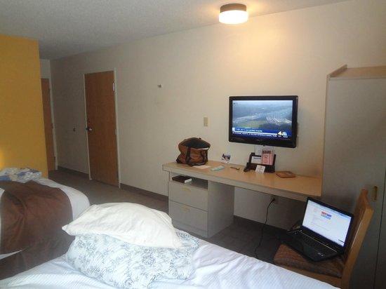 Microtel Inn & Suites by Wyndham Nashville: nice clean room