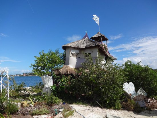 JOYSXEE Floating Bottle Island: The totally cool house on the bottle island
