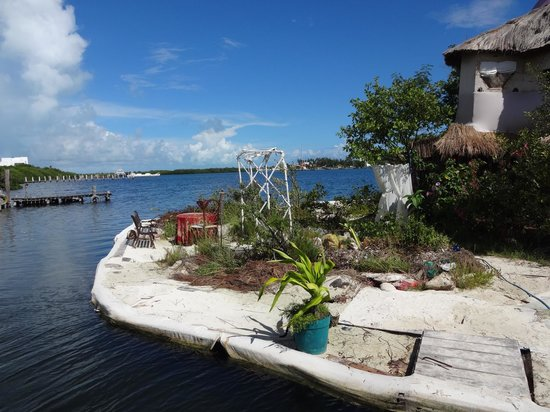 JOYSXEE Floating Bottle Island: An amazing ecological feat.