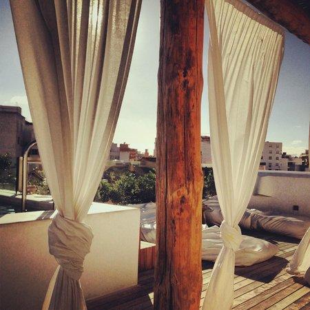HM Balanguera: Rooftop Cabana on a sunny day