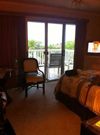Garden Gate Bed and Breakfast : Our adorable room! (Lanai)