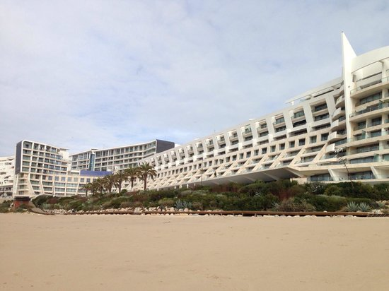 Sesimbra Hotel & Spa: View from beach