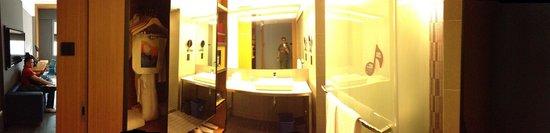 Aloft Kuala Lumpur Sentral: view of our bathroom