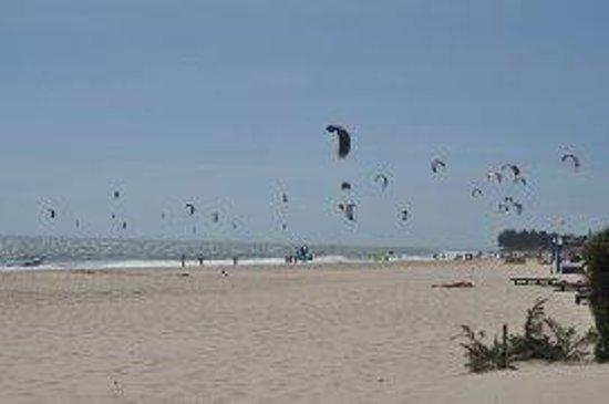 Four Oceans Resort : пляж