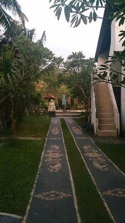 Hotel Puri Rai: Hotel garden