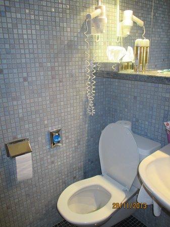 Hotel Geroldswil: ванная комната