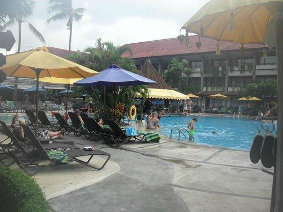 Bali Dynasty Resort : Main Pool & Pool Bar