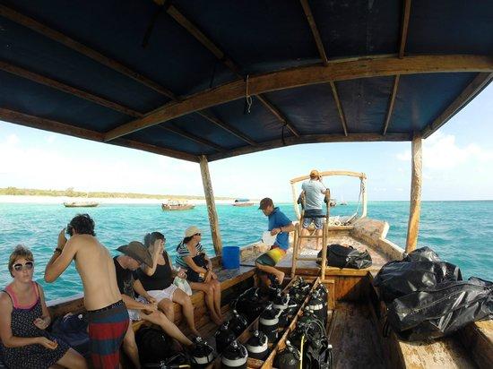 Azanzi Beach Hotel : On the Scubafish dive boat