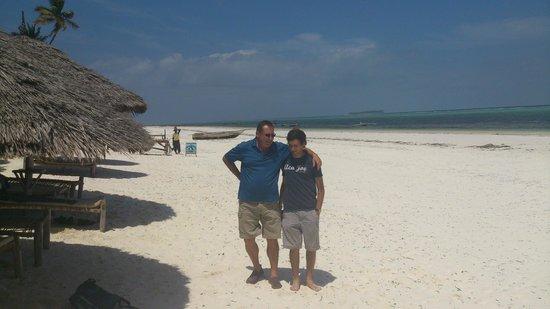 Azanzi Beach Hotel : Mnemba island view from Azanzi Beach