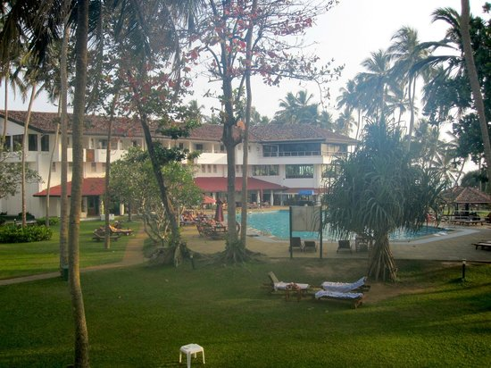 Tangerine Beach Hotel: View of the pool and surrounding area