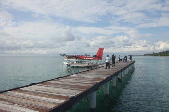 Medhufushi Island Resort: Sea plane landing area