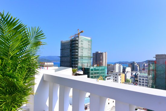 Galliot Hotel : A lot of building in Nha Trang, no direct beach views