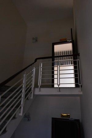 Galliot Hotel : Way up to 16th floor (Pool etc.)