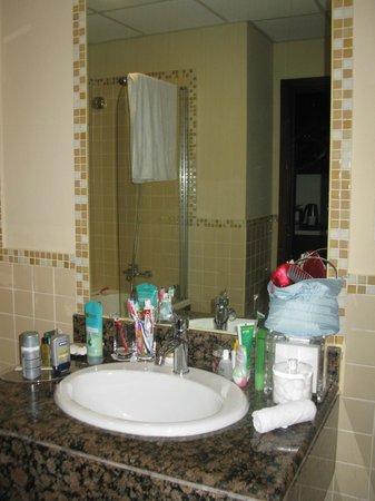 Hilton Dubai The Walk: Bathroom