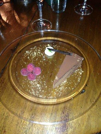 The Plough Hotel : Amazing Chocolate Torte