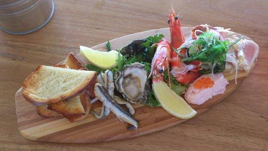 Beachside: Beautiful presentation of seafood on a little surfboard!